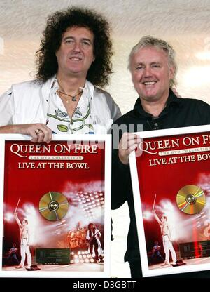 (dpa) - Brian May (L) and Roger Taylor, members of the rock group 'Queen', present a golden DVD which they received - Stock Photo