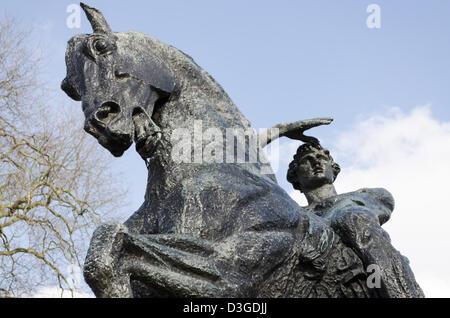 Bronze Physical Energy sculpture of man on horseback in Kensington Gardens - Stock Photo