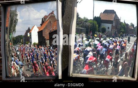 (dpa) - The peloton (main group of riders) can be seen in two traffic mirrors during the third stage of the Tour - Stock Photo