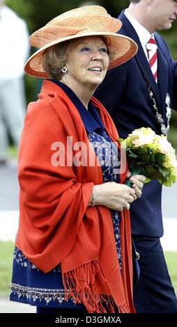 (dpa) - Dutch Queen Beatrix of the Netherlands opens the theatre and congress centre 'Het Park' in Hoorn, Netherlands, - Stock Photo
