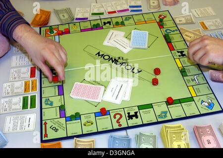 (dpa) - People play the famous board game 'monopoly' in Dortmund, Germany, 10 February 2004. Monopoly is considered - Stock Photo