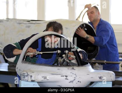 (dpa) - Technicians Uwe Lange (L) and Dietmar Hense work on the construction of a prototype of a bobsleigh for the - Stock Photo