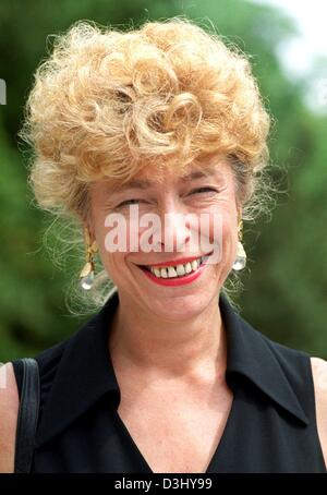 (dpa files) - Gesine Schwan, professor for political sciences, smiles in Berlin, 2 June 1999. German Chancellor Gerhard Schroeder announced Thursday, 04 March 2004, that his Social Democrat-Greens coalition will nominate Gesine Schwan, who is currently President of the Europa University Viadrina in Frankfurt Oder, as its candidate for the country's next president.
