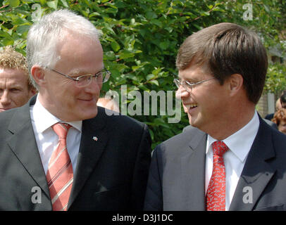(dpa) - North Rhine Westphalia's new Minister President Juergen Ruettgers talks with Dutch Minister President Jan - Stock Photo