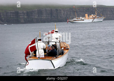 (dpa) - Members of the Danish royal family travel on a small boat back to the royal yacht 'Dannebrog' (back) on - Stock Photo