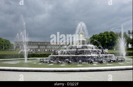 (dpa) - View on a fountain ornamented figures in front of the castle Herrenchiemsee on the Herreninsel island at - Stock Photo
