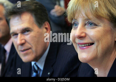 (dpa) - Angela Merkel, Chairwoman of the CDU and candidate for the German chancellorship, sits next to Michael Glos, regional leader of the CSU, at the start of the CDU faction meeting in Berlin, Tuesday, 31 May 2005. The party prepares for the next plenary meeting in the Bundestag, the German parliament.