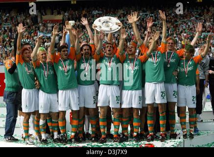 (dpa) - Bremen's soccer players cheer and jubilate as they hold aloft the German Bundesliga trophy across the pitch - Stock Photo