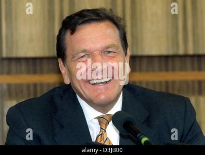 (dpa files) - German Chancellor Gerhard Schroeder smiles in Bonn, Germany, 14 July 1999. Schroeder, who was elected Chancellor on 27 October 1998, will celebrate his 60th birthday on 7 April 2004.