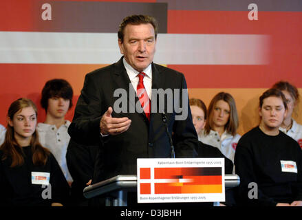 (dpa) - German Chancellor Gerhard Schroeder talks during a ceremony for the 50th anniversary of the Bonn-Copenhagen - Stock Photo