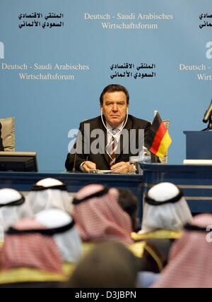 (dpa) - German Chancellor Gerhard Schroeder attends an economical forum by the Chamber of Handicraft in Riyadh, - Stock Photo