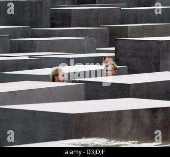 (dpa) - Wolfgang Thierse (L), Speaker of the German Bundestag parliament and German President Horst Koehler walk - Stock Photo
