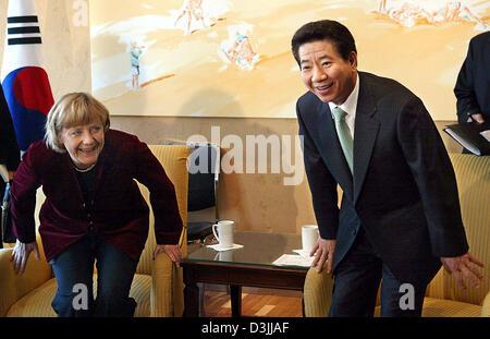 (dpa) - Angela Merkel, Chairwoman of the German CDU party, and Roh Moo Hyun, President of the Republic of Korea, - Stock Photo