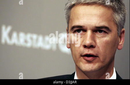 (dpa) - Harald Pinger, Interim Chief Executive of embattled German department store and mail order concern KarstadtQuelle, - Stock Photo