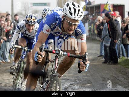 (dpa) - Belgian cyclist Tom Boonen (R) followed by Spanish Juan Antonio Flecha during the traditional Paris-Roubaix - Stock Photo