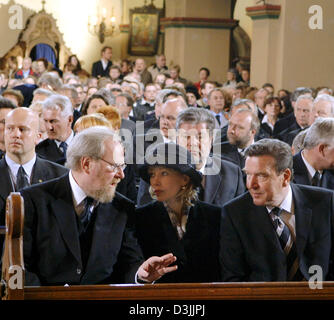 (dpa) - Wolfgang Thierse (L), President of the German Bundestag, talks to German Chancellor Schroeder (R) and his - Stock Photo