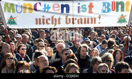 (dpa) - Protesters hold up a banner which reads 'Muenchen ist bunt nicht braun!' (Munich is coourful not brown!) - Stock Photo