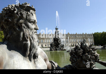 (dpa) - The photo shows the Fama fountain in the gardens of the royal Herrenchiemsee castle on the Herreninsel island - Stock Photo