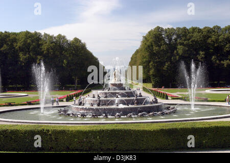 (dpa) - The photo shows the Latona fountain in the gardens of the royal Herrenchiemsee castle on the Herreninsel - Stock Photo