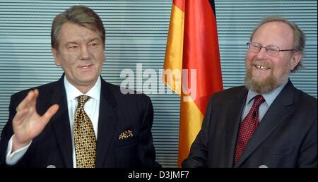 (dpa) - The new Ukrainian President Viktor Yushchenko (L) speaks while Wolfgang Thierse, President of the German - Stock Photo