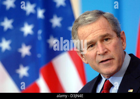 (dpa) - US president George W. Bush speaks during a press conference at the castle in Mainz, Germany, 23 February 2005. Bush's visit to Germany was part of a European tour which took place under heavy security surveilance.