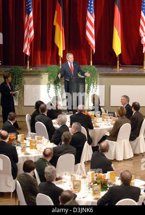 (dpa) - US President George W. Bush gives a speech prior to lunch with invited guests at the castle in Mainz, Germany, Wednesday 23 February 2005. Bush pays a one-day-visit to Germany.