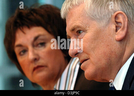 (dpa) - German Interior Minister Otto Schily (R) and German Justice Minister Brigitte Zypries explain the planned - Stock Photo
