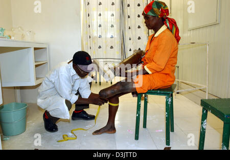 (dpa) - A leg prosthesis is fitted to an elderly woman that was the victim of a landmine in the orthopaedic section - Stock Photo