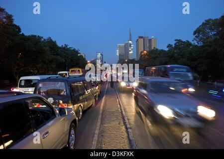 Feb. 14, 2013 - Nairobi, Nairobi, Kenya - February 14, 2013 - Nairobi, Kenya - Vehicles move and wait on Kenyatta - Stock Photo