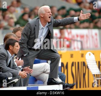 (dpa) - Stuttgart's soccer coach Giovanni Trapattoni shouts instructions to his players on the pitch during the - Stock Photo