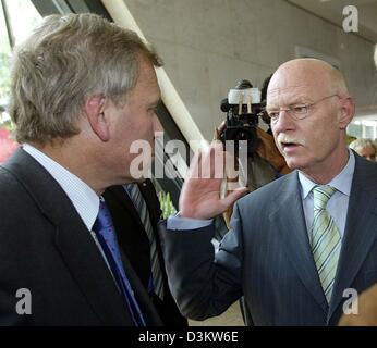 (dpa) - German Defence Minister Peter Struck (R) talks to NATO Secretary General Jaap de Hoop Scheffer at the start - Stock Photo