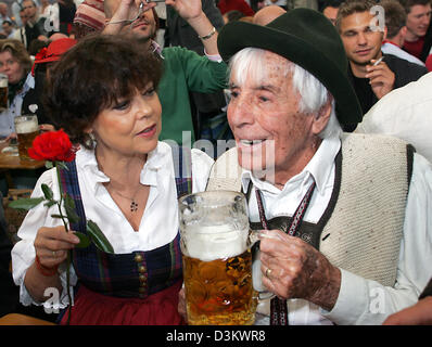 (dpa) - Germany's legendary 101-year old entertainer Johannes Heesters (R) and his wife Simone Rethel smile as they - Stock Photo