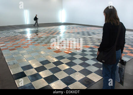 (dpa) - Two visitors examine the work of art '6-Metal Fugue (for Mendeleev)' by Carl Andre from 1995  at the 'Museum - Stock Photo