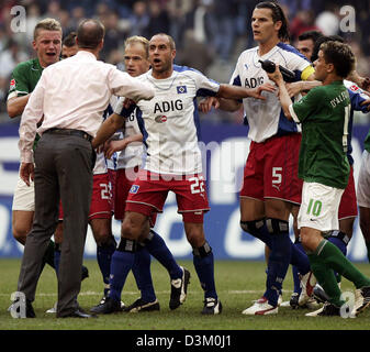 (dpa) - Coach of Wolfsburg Holger Fach (2nd L) and Rafael van der Vaart (B) of Hamburg argue with each other after - Stock Photo