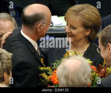 (dpa) - Angela Merkel (L) leader of Germany's conservative Christian Democratic Union (CDU) congratulates new elected Bundestag President Norbert Lammert during the first session of the new parliament at the Reichstag in Berlin, Tuesday, 18 October 2005. The new Bundestag met on Tuesday for the first time after the general elections to vote a new parliament president. Lammert was v Stock Photo