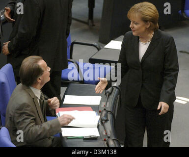 (dpa) - Angela Merkel (R) leader of Germany's conservative Christian Democratic Union (CDU) talks to Franz Muentefering, leader of the Social Democrats (SPD) ahead of the first session of the new elected German Bundestag parliament at the Reichstag in Berlin, Tuesday, 18 October 2005. The new Bundestag met on Tuesday for the first time after the general elections to vote a new parl Stock Photo