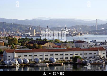 (dpa) - The picture shows the harbour of La Spezia, Italy, 30 October 2005. The important harbour city La Spezia - Stock Photo