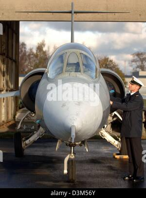 (dpa) - A sailor looks at a Starfighter F-104 G jet on the premises of the navy base in Kiel-Holtenau, Germany, - Stock Photo