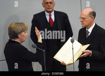 (dpa) - New elect German Chancellor Angela Merkel (L) takes the oath of office to President of the Bundestag, Norbert - Stock Photo