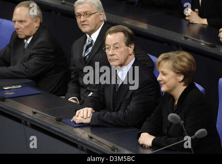 (dpa) - New elect German Chancellor Angela Merkel (R) of the Christian Democrats (CDU) sits on the government bench - Stock Photo