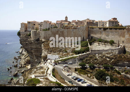 (dpa) - The picture shows the view on Bonifacio, France, 25 July 2005. The harbour city located on a 70 metres high - Stock Photo