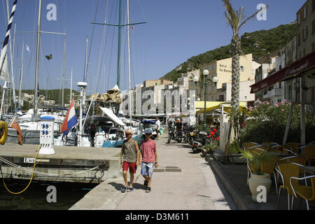 (dpa) (FILE) - The picture dated 25 July 2005 shows the harbour of Bonifacio on the island of Corsica, France. The - Stock Photo