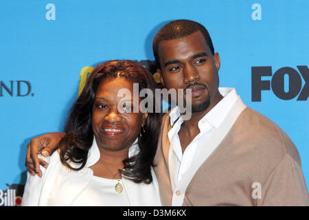 (dpa) - US singer and musician Kanye West (R) and his mother Donda pose together at the MGM  Grand Hotel in Las - Stock Photo