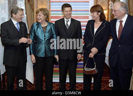 (dpa) - Austrian Chancellor Wolfgang Schuessel, German Chancellor Angela Merkel and her husband Joachim Sauer, Gabriele - Stock Photo