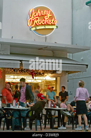(dpa) - The picture shows a 'Johnny Rockets' fastfood restaurant in South Beach Miami, USA, 23 December 2005. Photo: - Stock Photo