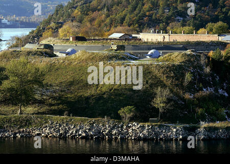 (dpa) - The picture shows a fortress with canons in the fjord of Oslo, Norway, 24 October 2006. The view is taken - Stock Photo