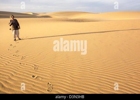 Tourist in the Barcan dunes near Kharga in the Western Desert of Egypt. - Stock Photo