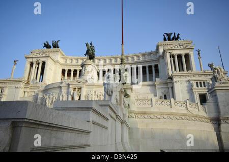 Italy, Lazio, Rome, Piazza Venezia Square, Monument to Vittorio Emanuele II, also known as Vittoriano or Altare - Stock Photo