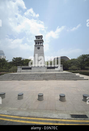 The Cenotaph in front of the Esplanade Centre at Singapore is the first military memorial for soldiers of 1st and - Stock Photo