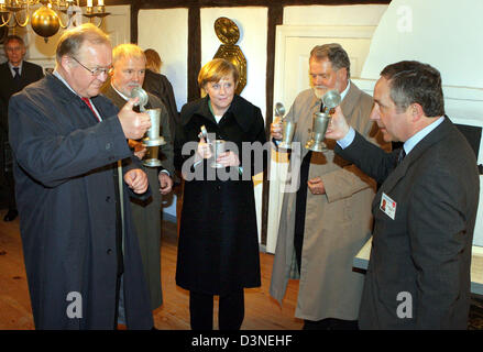 German Federal Chancellor Angela Merkel (C), Swedish President Goran Persson (L), Harald Ringstorff, Prime Minister - Stock Photo